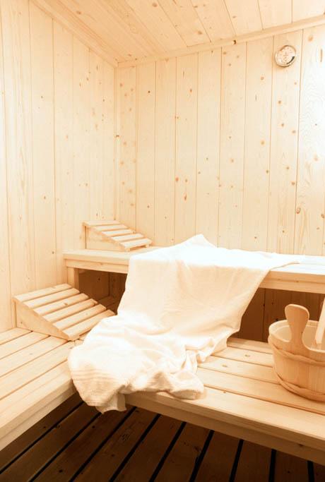 interno sauna con doppia panca