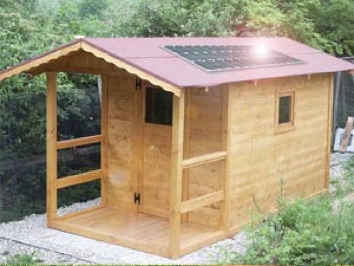 Casetta in legno 2x 3 con pannelli fotovoltaici