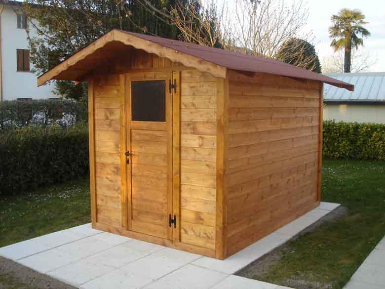 Casetta di legno 2x3 con un porta e una finestra