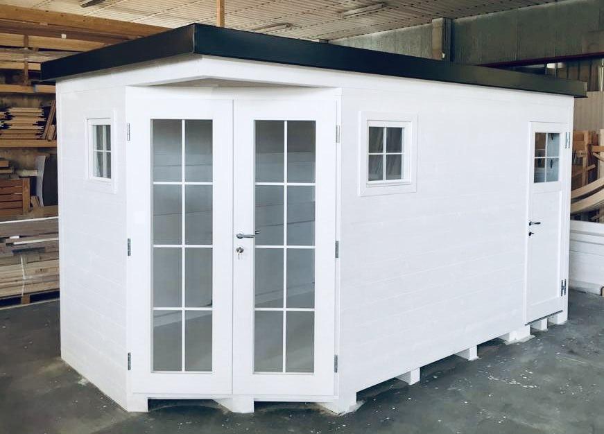 casetta in legno con cucina e bagno