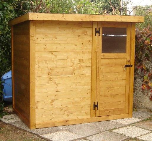 Casetta di legno con porta laterale