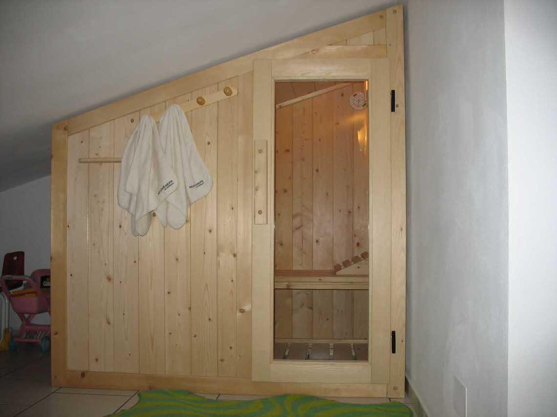 Sauna Elite 180x110 a pnendenza con porta in vetro