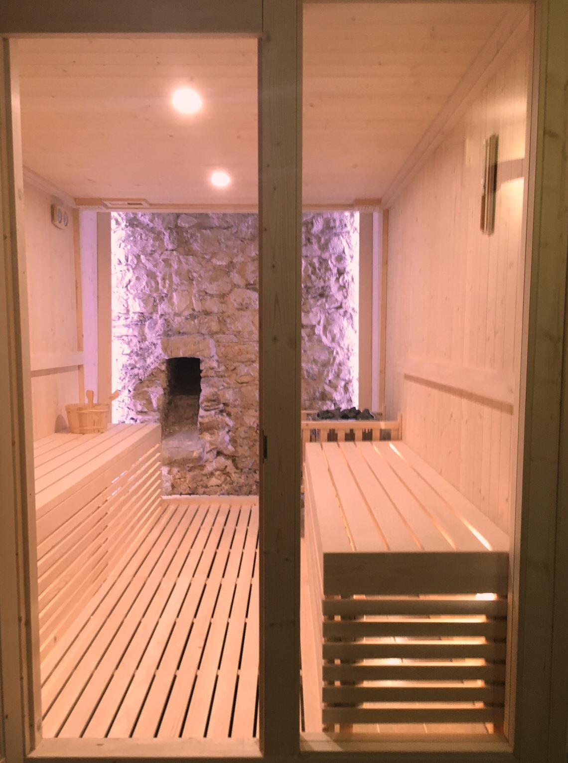 sauna bio con roccia castel brando